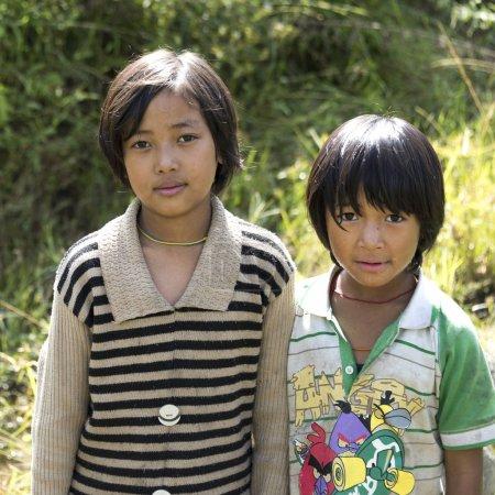 Photo pour Portrait de deux filles, Punakha, Bhoutan - image libre de droit