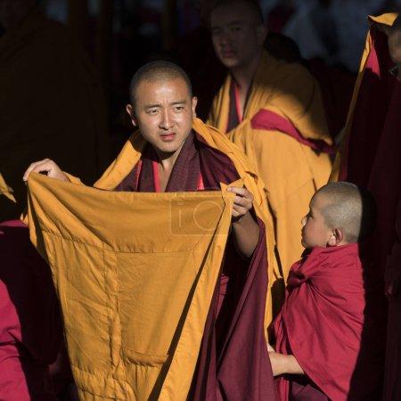 Photo pour Moines bouddhistes, Paro, Bhoutan - image libre de droit