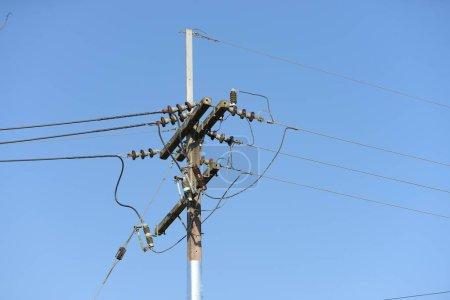 Photo pour Pylon électrique sur le fond de ciel - image libre de droit