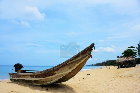 Photo for Beautiful beach, clear water, beautiful beaches and waves. On a sunny day - Royalty Free Image