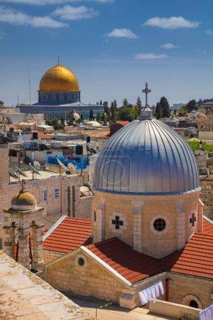 Photo pour Jérusalem. Image du paysage urbain de la vieille ville de Jérusalem, Israël avec l'église Sainte-Marie de l'agonie et le Dôme du Rocher . - image libre de droit