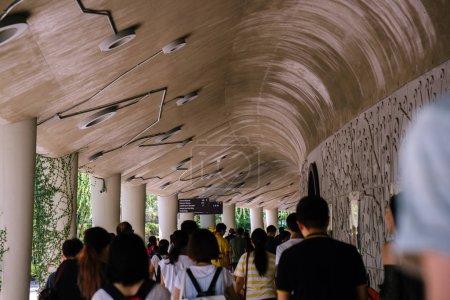 Singapur, 24 de marzo de 2018: La arquitectura distinta y futurista de la colmena a lo largo de la Avenida de Nanyang en Ntu en Singapur. Fue desarrollado para mostrar un edificio verde y sostenible