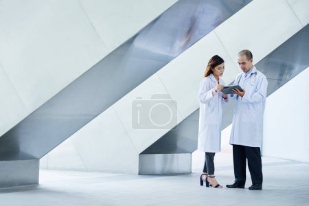 Doctors discussing case history