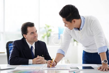 designer explaining ideas to entrepreneur