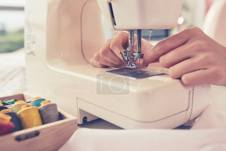 tailor threading sewing machine