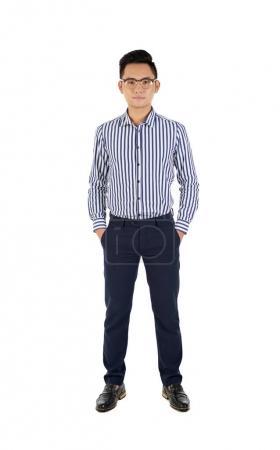 Photo pour Portrait complet de jeune homme d'affaires asiatique, isolé sur blanc - image libre de droit