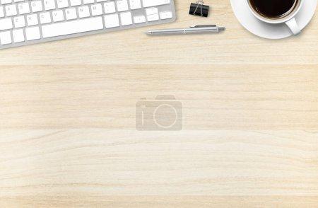 Foto de Escritorio de oficina de madera vista superior - Imagen libre de derechos