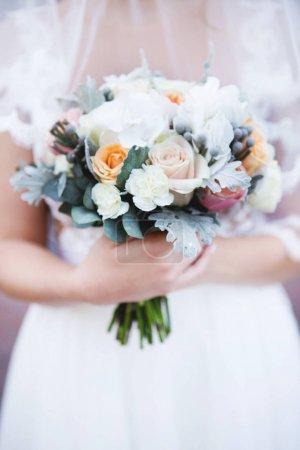 Photo pour Beau bouquet de mariage pour mariée. Bouquet de mariage de la mariée à la main. Bouquet de mariage. Beau bouquet de mariage - image libre de droit