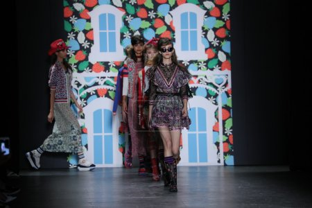 Anna Sui fashion show
