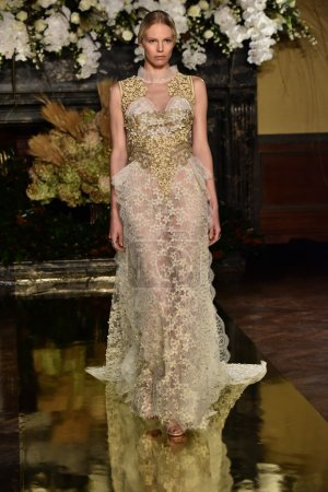 YolanCris Fall 2017 Bridal collection show