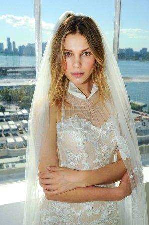 Photo pour New York, Ny - October 6 : A model posing during the Galia Lahav Fall 2020 Bridal Presentation on October 6, 2019 in New York City. - image libre de droit