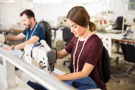 Krawcy, praca w fabryce włókienniczej