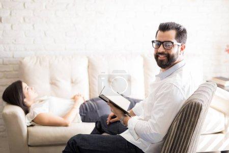 Psychologue professionnel avec patiente