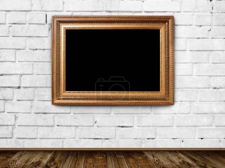Photo pour Bloc vide dans la chambre de grunge - image libre de droit
