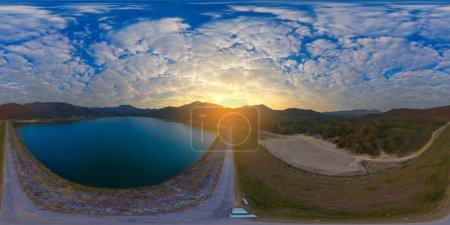 Photo pour Aerial Panorama de Huai Lan réservoir, San Kamphaeng Thailand (complet Vr 360 degrés sans soudure sphérique) - image libre de droit