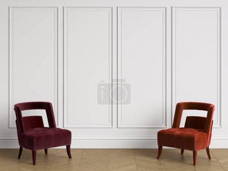 Photo pour Chaises en différentes couleurs rouges dans un intérieur classique avec espace copie. Murs blancs avec moulures. Chevrons de plancher de parquet. Digital Illustration.3d rendu - image libre de droit