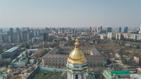 Photo pour Laure de Kievo-Petchersk. 13 avril 2018. Kiev. Ukraine. Vue aérienne de la cathédrale. - image libre de droit