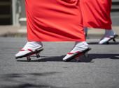 Women marching in geta footwear while wearing kimonos