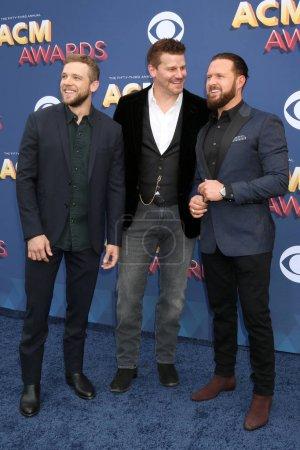 Max Thieriot, David Boreanaz, AJ Buckley