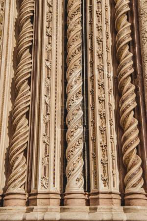 Photo pour Spirales ornementales sur la façade de la cathédrale d'Orvieto à Orvieto, banlieue de Rome, Italie - image libre de droit