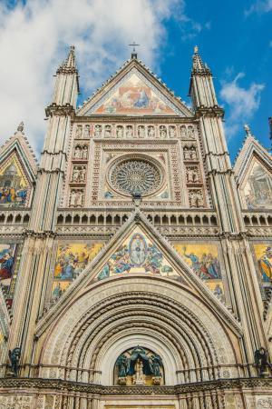 Photo pour Façade de l'ancienne cathédrale d'Orvieto historique à Orvieto, banlieue de Rome, Italie - image libre de droit