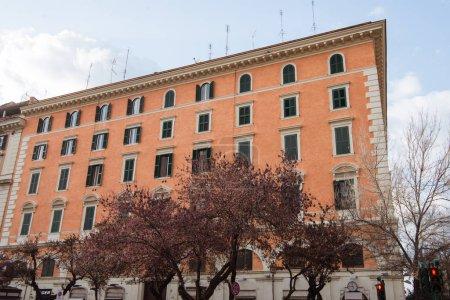 Photo pour Bâtiments anciens à Rome, Italie - image libre de droit