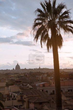 Photo pour Vue de la Basilique St Pierre et les bâtiments à Rome, Italie - image libre de droit