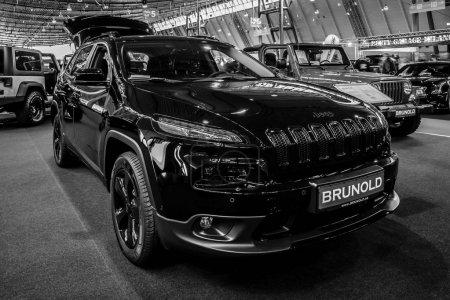 Midsize luxury SUV Jeep Grand