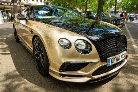 Personal luxury car Bentley Continental