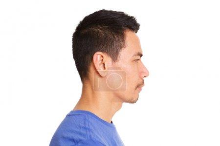 Photo pour Gros plan portrait de profil d'homme asiatique plus âgé visage sur fond blanc - image libre de droit