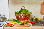 """Постер, картина, фотообои """"Интерьер кухни с овощами и свежая зелень в корзине, концепция здорового питания, вид сверху"""""""