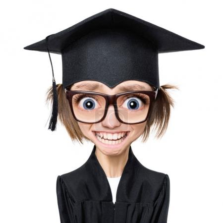 Photo pour Personnage de style bande dessinée avec grande tête portrait d'une étudiante diplômée triste ou surprise en manteau avec chapeau noir et lunettes, isolé sur fond blanc - image libre de droit