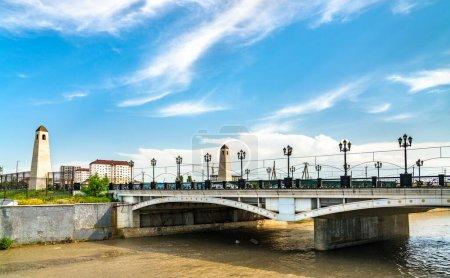 Photo pour Pont traversant la rivière Sunzha à Grozny - Tchétchénie, Russie - image libre de droit