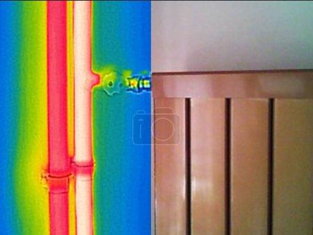 Photo pour Image thermique infrarouge et réelle du radiateur dans hous - image libre de droit