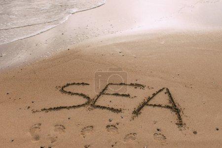Foto de Playa de verano con carta de mar en arena - Imagen libre de derechos