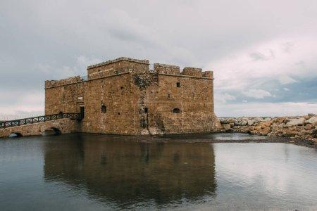 Photo pour Ancien château de paphos près de la mer Méditerranée - image libre de droit
