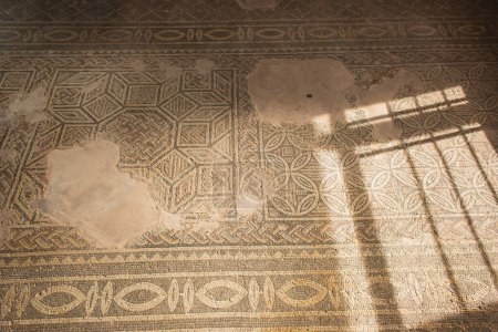 Photo pour Mosaïques anciennes dans la maison de Thésée - image libre de droit