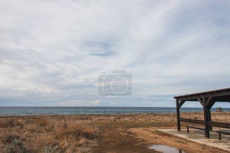 Photo pour Méditerranée mer contre ciel avec nuages - image libre de droit