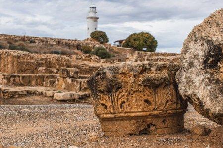 Photo pour Ruines anciennes dans le parc archéologique près du phare - image libre de droit