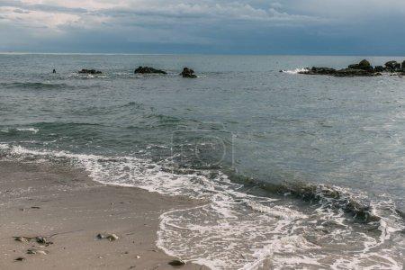 Photo pour Soleil sur l'eau dans la mer Méditerranée - image libre de droit