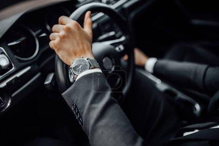 Foto de Gente joven de negocios que conduce en coche, enfoque selectivo - Imagen libre de derechos