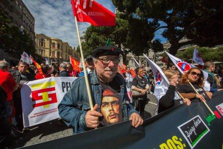 Photo pour Porto, Portugal - 1er mai 2017: Célébration du May Day Centre d'Oporto. Confédération générale des travailleurs portugais - image libre de droit