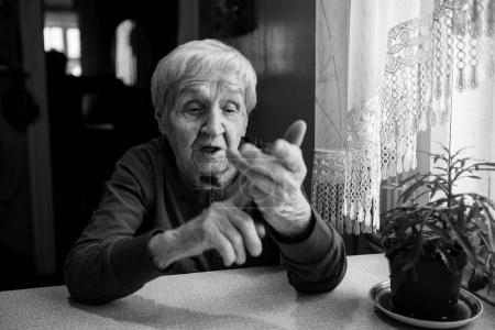 elderly woman makes the score on the fingers.