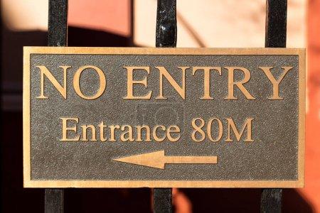 Photo pour En Australie, le signe d'entrée en arrière-plan - image libre de droit
