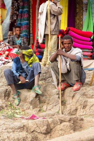 Photo pour ETHIOPIE, LALIBELA-CIRCA JANVIER 2018- personnes non identifiées dans la foule de la célébration de la genna - image libre de droit