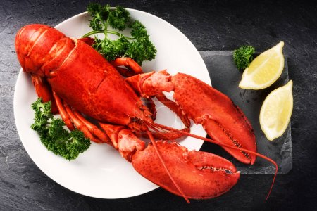 Steamed lobster with lemon