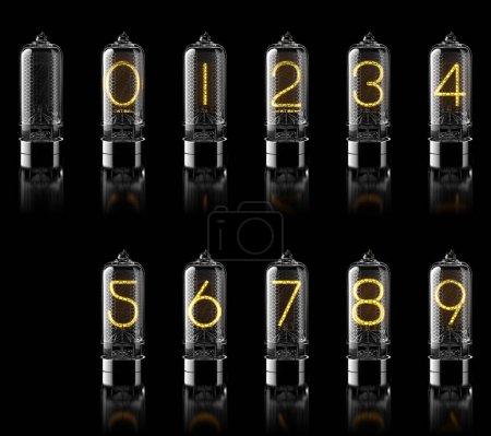 Photo pour Tubes Nixie avec chiffres isolés sur noir. Ensemble de chiffres. Rendu 3d - image libre de droit