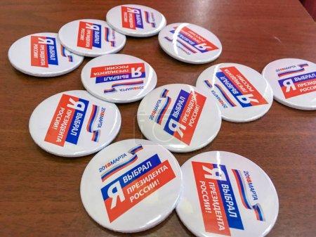 Photo pour Moscou, Russie - 18 mars 2018: Les badges avec le texte «j'ai élu Président» pour les participants du vote - image libre de droit