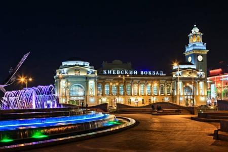 Photo pour Moscou gare de Kiev la nuit - image libre de droit
