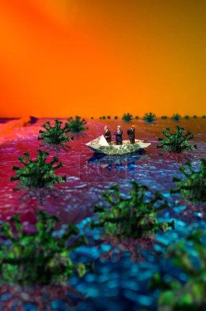 Foto de Gobierno de Coronavirus o metáfora financiera con empresarios perdidos en un barco de dinero. - Imagen libre de derechos